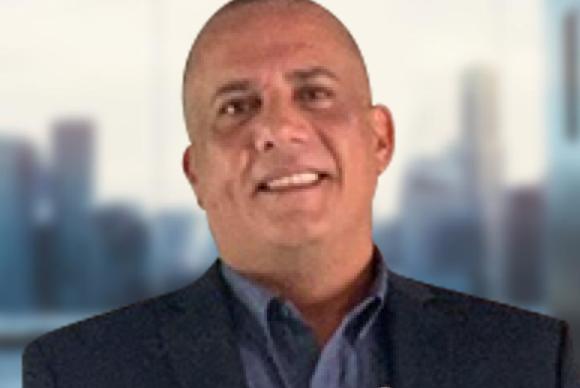 <b>Ricardo González</b>